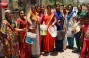 देखिए...बांसवाड़ा : शहर में पानी के लिए संकट, महिलाओं ने खाली बर्तन दिखाकर किया मौन प्रदर्शन