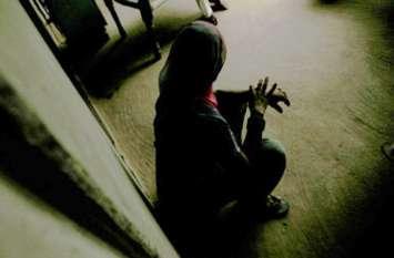 महिला से चाकू की नोक पर बलात्कार, पति गया था बाहर, बच्चे थे ननिहाल में