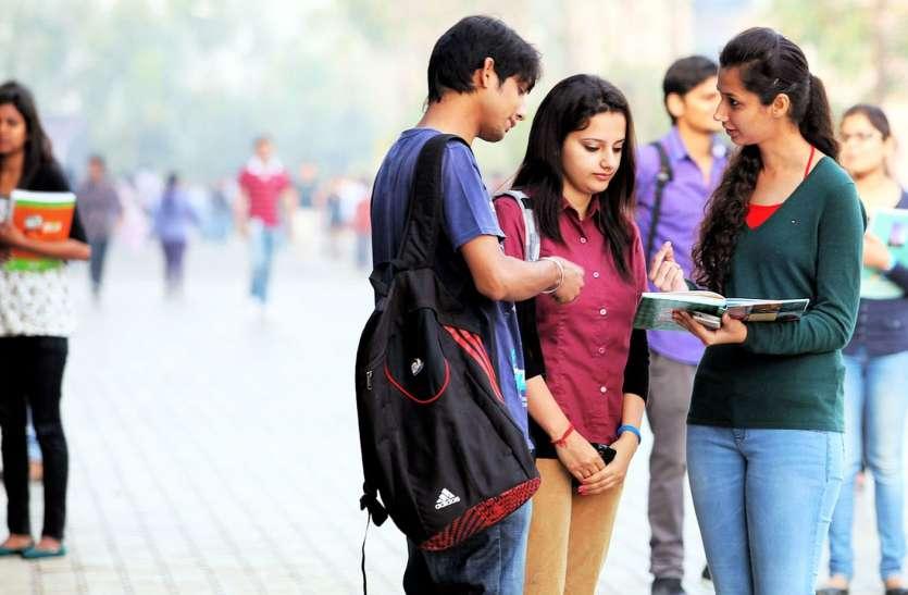 संसाधनों वाले निजी स्कूलों से आगे निकले कमियों वाले सरकारी स्कूल