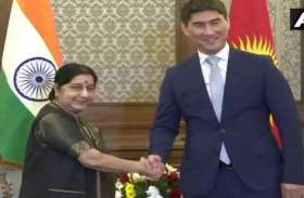 VIDEO: SCO समिट में हिस्सा लेने किर्गिस्तान पहुंचीं सुषमा स्वराज, एयरपोर्ट पर भव्य स्वागत
