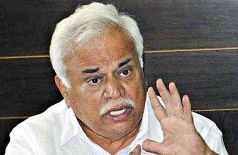 मंत्री देशपांडे ने अधिकारियों को दिए निर्देश, सूखे के हालात से निपटने के करें उपाय