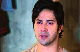 शूटिंग के दौरान रो पड़े अभिनेता वरुण धवन, वीडियो हुआ वायरल