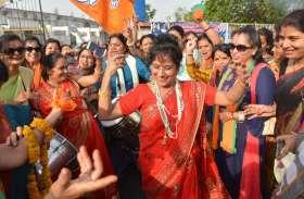 भाजपा की सुनामी, कार्यकर्ता जीत के जश्न में डूबे ...देखिए तस्वीरें