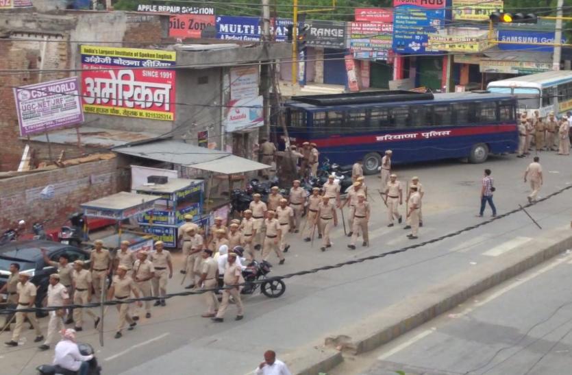 खुराफाती तत्वों ने सोशल मीडिया पर फैलाई दंगे की अफवाह, रोहतक में सुरक्षाबलों की तैनाती