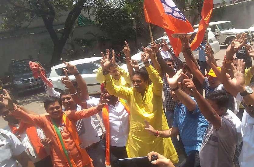 छत्तीसगढ़ में BJP 4 सीट जीती, 4 सीटों पर पहुंची जीत के करीब, लेकिन यहां फंसा पेंच