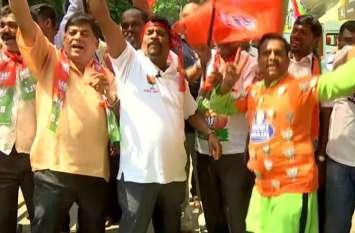 देश के दिल से दिल्ली तक BJP की आंधी, MP में पिछड़े कांग्रेस के दिग्गज