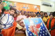 मोदी लहर में दो क्षेत्रीय दलों के दो क्षत्रप हारे, मुख्यमंत्री रघुवर दास का कद बढ़ा