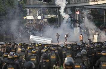 इंडोनेशिया में राष्ट्रपति जोको विडोडो के खिलाफ विरोध प्रदर्शन, 257 गिरफ्तार