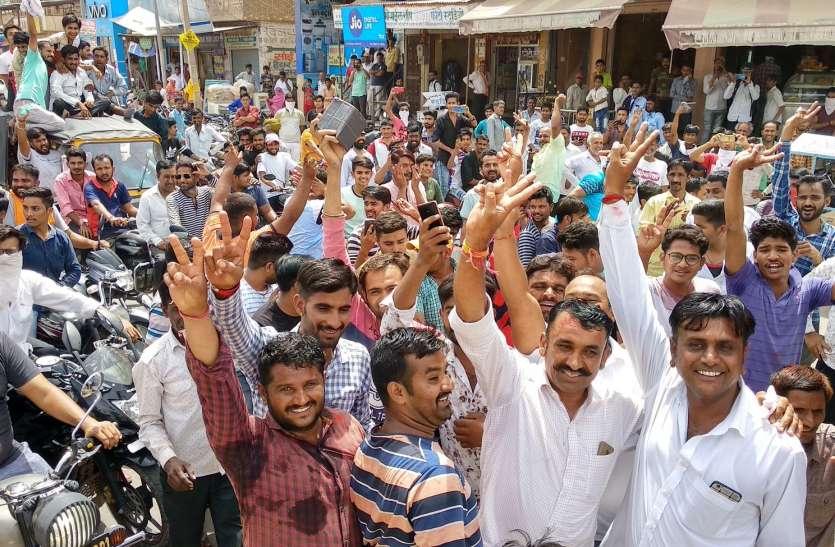 video:भाजपा की जीत पर जश्न में डूबे कार्यकर्ता, जिले भर में आतिशबाजी की, मुंह मीठा करवाया