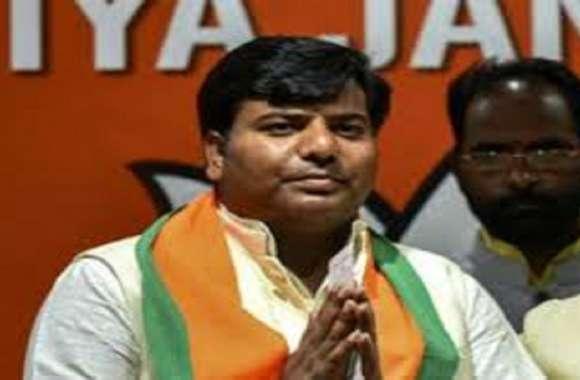 भाजपा प्रत्याशी प्रवीण निषाद गठबंधन के कुशल तिवारी से 20 हजार वोटों से आगे