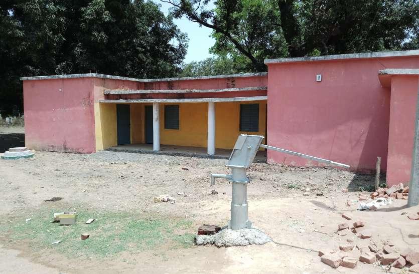 लतार गांव के 6 हजार की आबादी पानी की समस्या से प्रभावित, 15 हैंडपम्प जलापूर्ति के लिए हो रहे नाकाफी