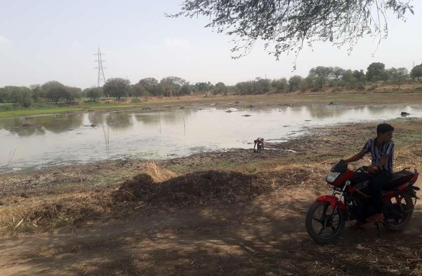 बदहाली झेल रहे तहसील के प्रमुख तालाब