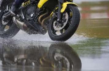 बारिश के मौसम में इन गलतियों की वजह से स्टार्ट नहीं होती है बाइक