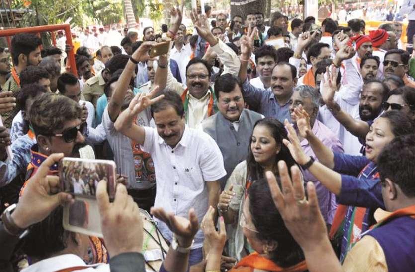 महामुंबई में सब जगह लहराया भगवा..भाजपा-शिवसेना के दफ्तरों में जश्न