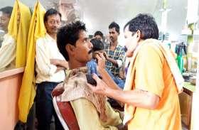 VIDEO- फ्री में बाल काट कर मोदी की जीत का जश्न मना रहा नाई