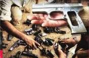 चुनाव बाद पुलिस ने मारा छापा तो मिला तमंचों का जखीरा