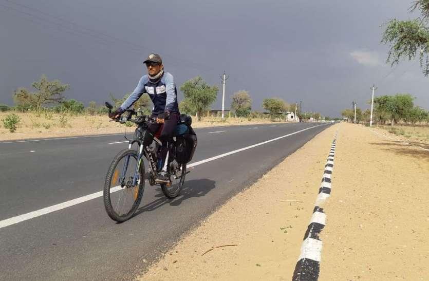 Video:साइकिल पर 24 हजार किमी की यात्रा कर पोकरण पहुंचा युवक,दिया पर्यावरण संरक्षण का संदेश