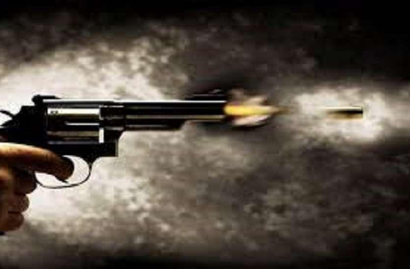बैनामा के विवाद में तहसील गेट पर चली गोली, एक घायल