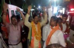 लोकसभा चुनाव में दूसरी बारडॉ. महेश शर्मा की जीत पर नोएडावासियों ने जमकर मनाया जश्न