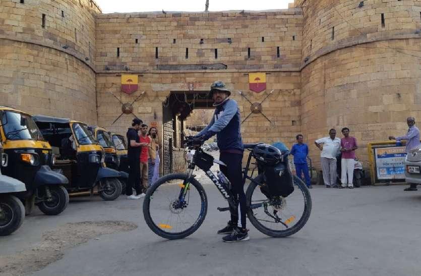पर्यावरण संरक्षण का संदेश देने साइकिल पर पहुंचा स्वर्णनगरी