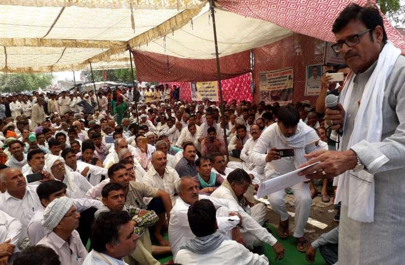उप नेता राठौड़ सहित कांग्रेस-माकपा विधायक हुए एकजुट तो पुलिस ने पांच दिन में गिरफ्तारी का दिलाया भरोसा