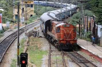 रेलवे की गलती से नहीं मिल रहे इस ट्रेन को यात्री