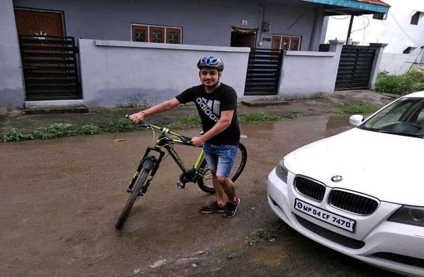 सेहत के लिए साइकिल का सहारा, दफ्तर जाने को बनाया व्यायाम