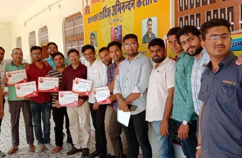 लंबे समय बाद कुंडिया सारस्वत के कार्यक्रम में आई युवा टीम, सम्मानित होने पर युवा हो गए गदगद