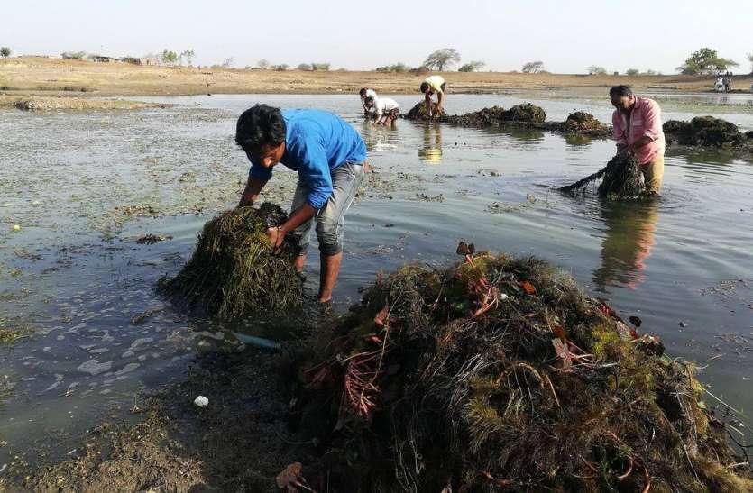 VIDEO:  बहे श्रमबिंदु तो मोती सा चमक उठा बगवास तालाब