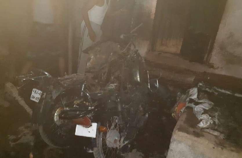 VIDEO : दुकान में सो रही वृद्धा आग से जिंदा जली, पति गंभीर रूप से झुलसा
