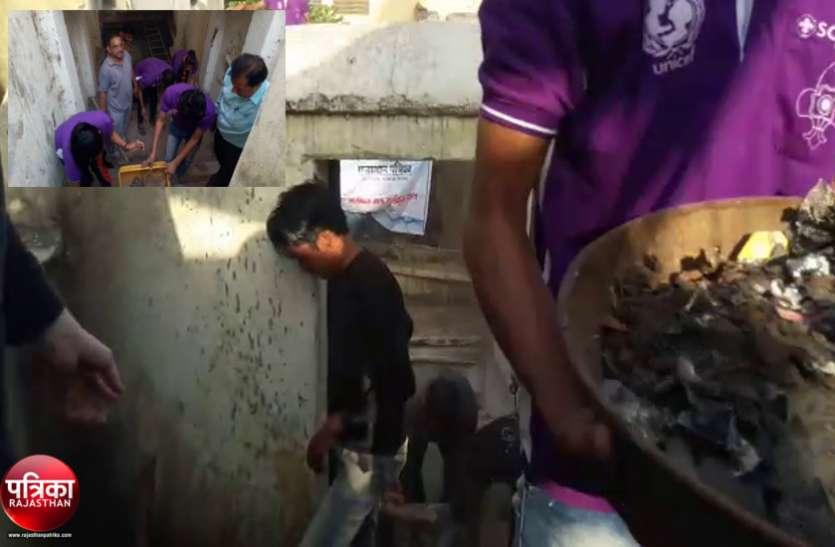 वीडियो...बांसवाड़ा : अमृतं जलम् अभियान में श्रमदान के लिए जुटे शहरवासी, निखारी शहर की हाथीवाव बावड़ी