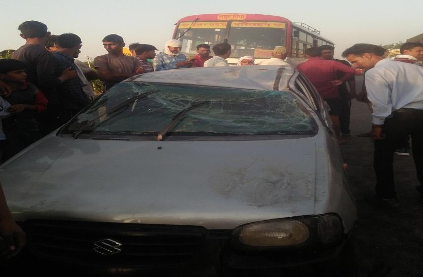कार चालक ने अचानक लगाए ब्रेक, पीछे भिड़ी बस