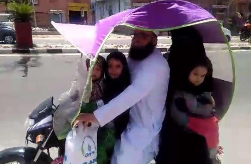धूप से बचाव के लिए बाइक सवार ने निकाला नायाब तरीका, चर्चित हुआ देसी जुगाड़