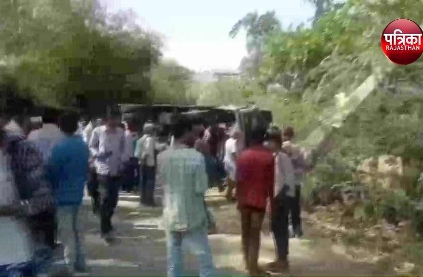 उदयपुर में मिनी बस पलटी, 6 घायल