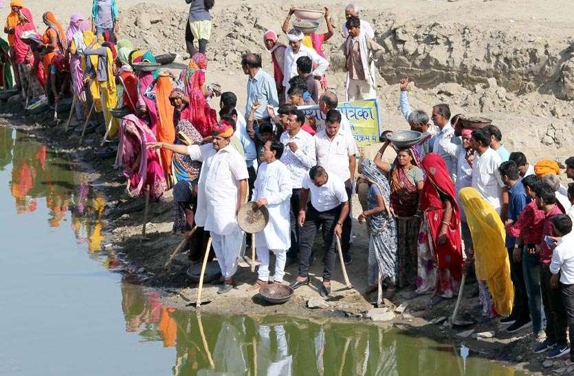 photos@...आवां में राजस्थान पत्रिका  के तहत अमृतं जलम् अभियान...देखें तस्वीरें