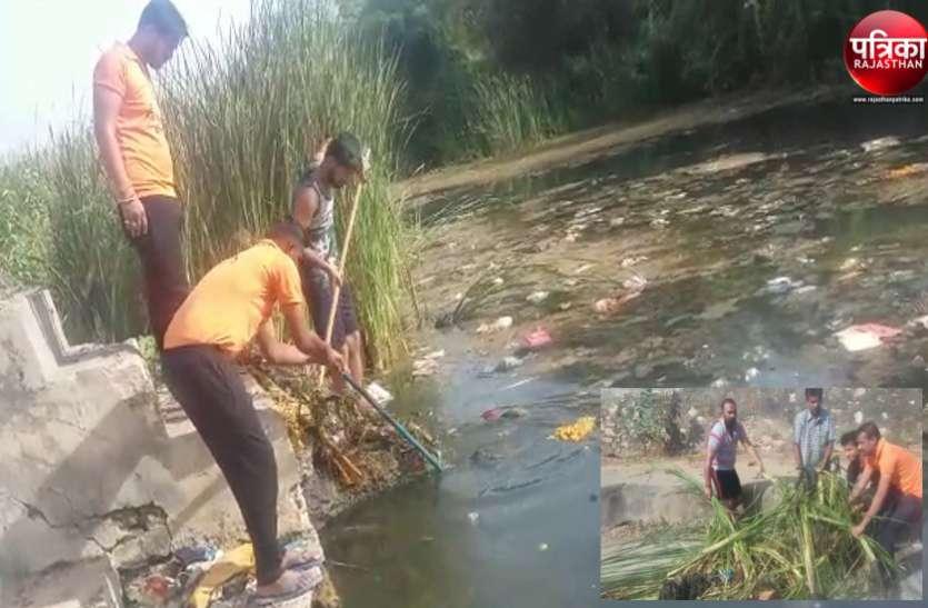 वीडियो...बांसवाड़ा : परतापुर में सतोरी नदी पर श्रमदान के साथ अमृतं जलम् अभियान शुरू
