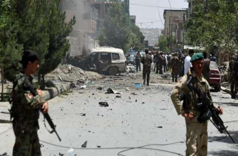 अफगानिस्तान: मंत्रालय के कर्मचारियों की बस पर आईईडी से धमाका, 10 लोग घायल