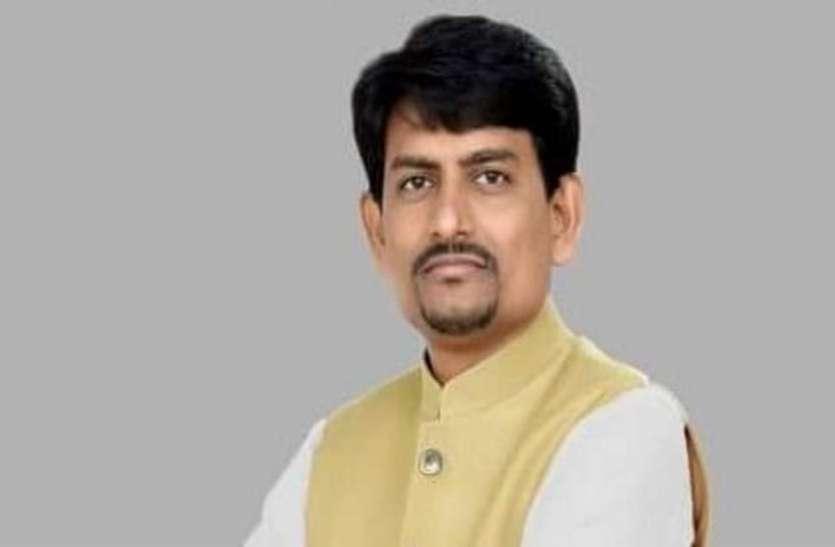 गुजरात के डिप्टी सीएम नितिन पटेल से मिले अल्पेश ठाकोर, BJP में हो सकते हैं शामिल