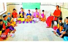 बांसवाड़ा : मोबाइल और टीवी से दूर वेद और मंत्रों के पाठ में रमे बच्चे, कर्मकांड में हो रहे पारंगत