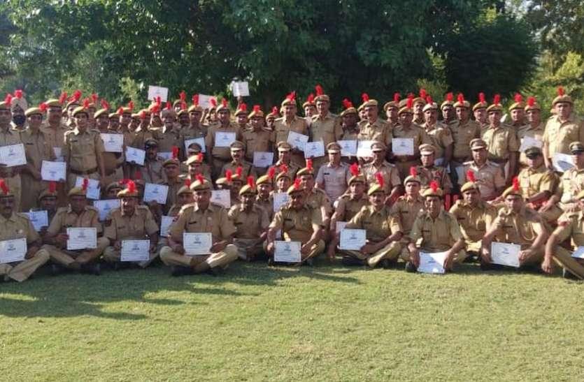हनुमानगढ़ में पुलिस कर्मियों को उत्तम व अति उत्तम सेवा चिह्नों से किया सम्मानित