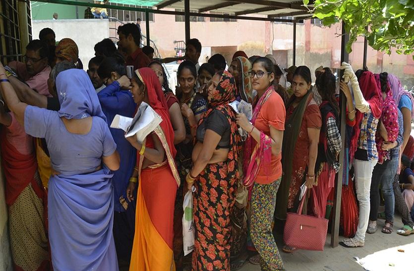 Bharatpur News गर्मी के असर ने अस्पताल में बढ़ाई मरीजों की संख्या