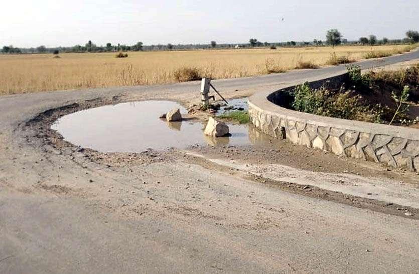 video: गारंटी से पहले ही टूटा किसान पथ , खतरनाक मोड़ पर हो चुके हैं कई हादसे