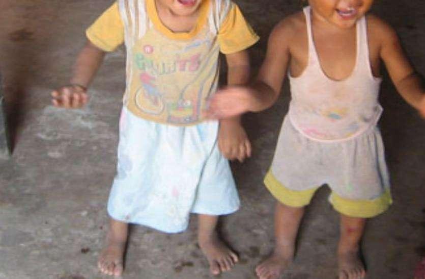 मां-बाप ने कर ली दूसरी शादी और बच्चों को रखने से कर दिया इनकार, सड़क पर भटकने लगे बच्चे
