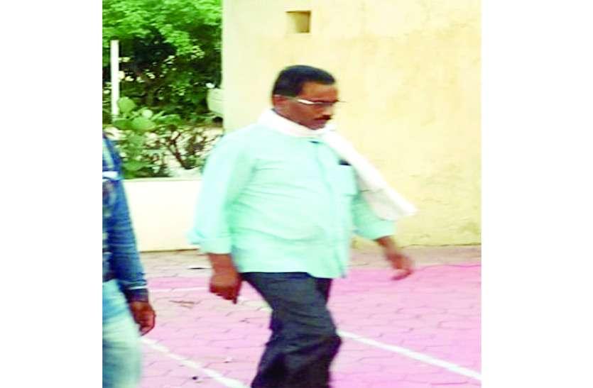 नौकरी दिलाने के नाम पर युवकों से एेसे पैसे वसूल रहा था अपर कलक्टर, पुलिस ने किया गिरफ्तार