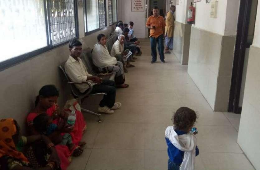 ओपीडी से बच्चों के डॉक्टर गायब, चिलचिलाती धूप में वापस लौटे मरीज, जानिए क्या है पूरा मामला