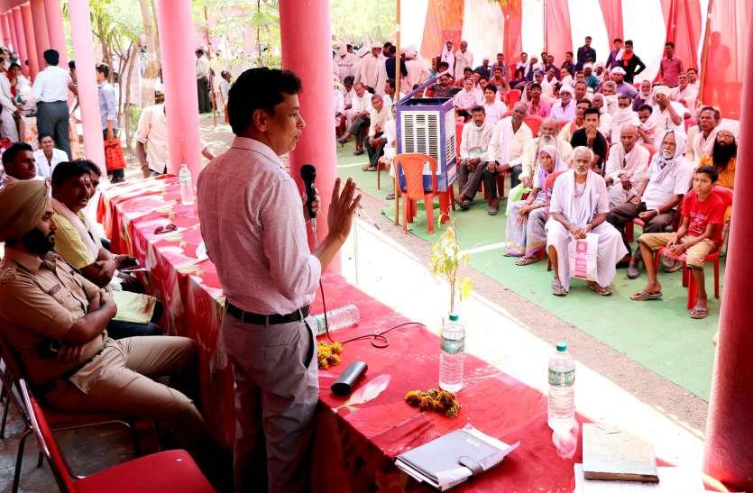 बगासपुर के राजस्व शिविर में पहुंचे कलेक्टर, 53 आवेदनों का मौके पर किया निराकरण