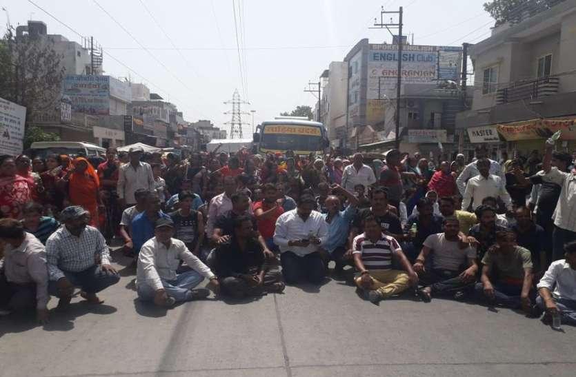 VIDEO : पानी न मिलने पर गौरी नगर के रहवासियों ने किया चक्काजाम