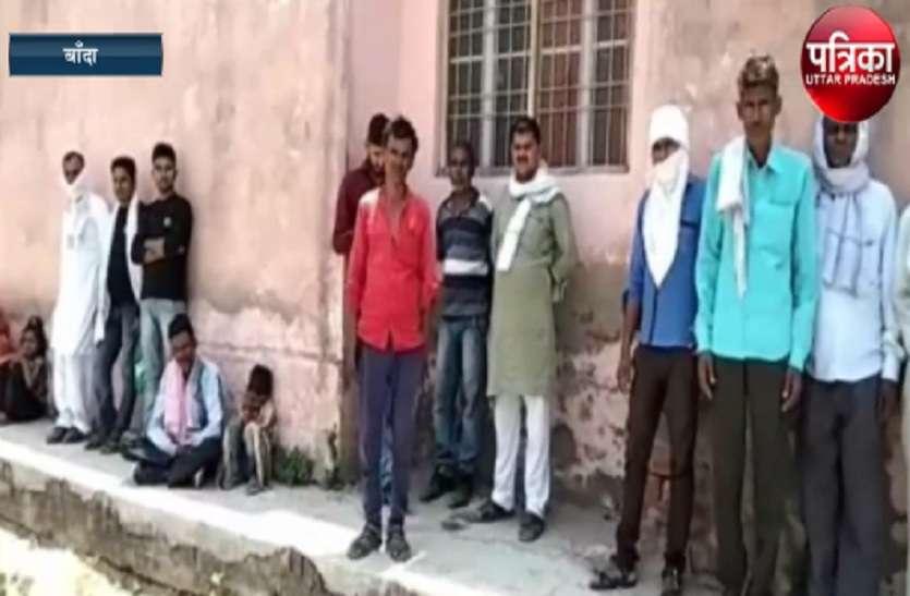 दो मनचले किशोरी को जिन्दा जलाकर हुए फरार, देखें वीडियो