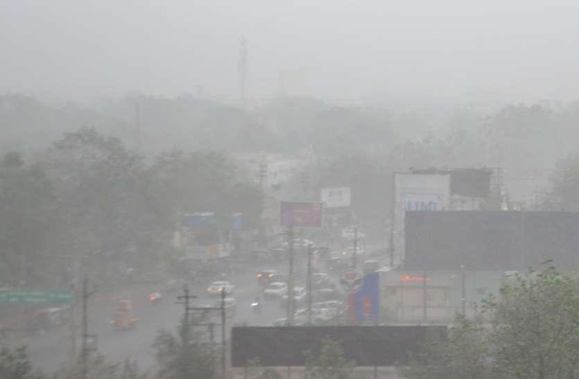 शाम होते ही मौसम का बदला मिजाज, तेज आंधी के साथ हुई बारिश