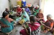 वृद्धाश्रम में बुजुर्गों को दो वक्त की रोटी भी नसीब नहीं, खुद करना पड़ रहा खाने का इंतजाम